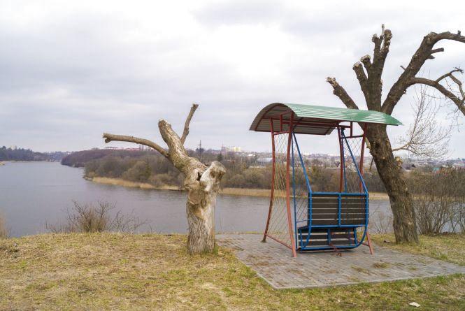 Розкішні маєтки, сміття та «жлобська» гойдалка:  Набережна від Сабарова до Ющенка