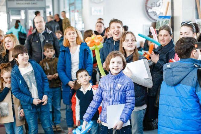 «Запали місто синім»: у вінницькій мерії завершилась виставка робіт дітей з аутизмом
