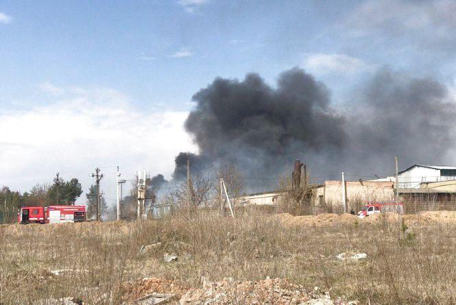 Вишенька в диму: густий чорний стовп видно на заході Вінниці. Що горить?