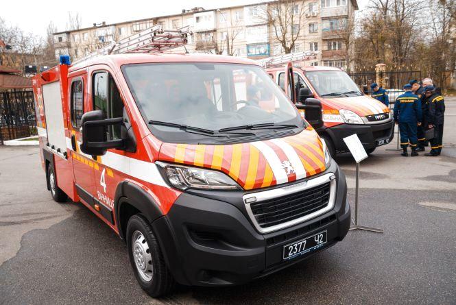Рятувальникам передали два спецавтомобілі загальною вартістю 6,5 мільйонів гривень