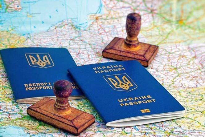 В Україні тимчасово припинять видачу біометричних паспортів (новина від Прямого)