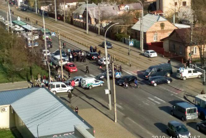 Через потрійну аварію на Келецькій стоять тролейбуси
