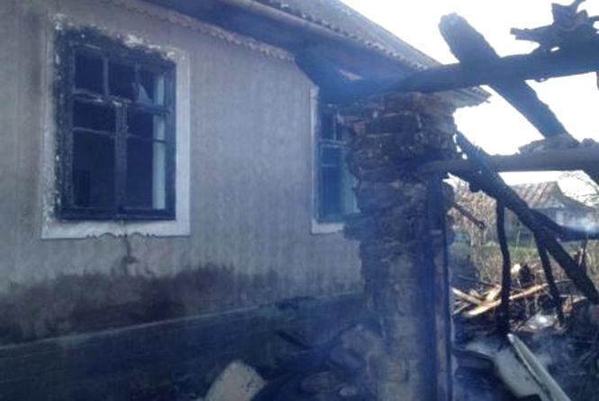 На Вінниччині згорів гараж. Вогонь перекинувся на будинок