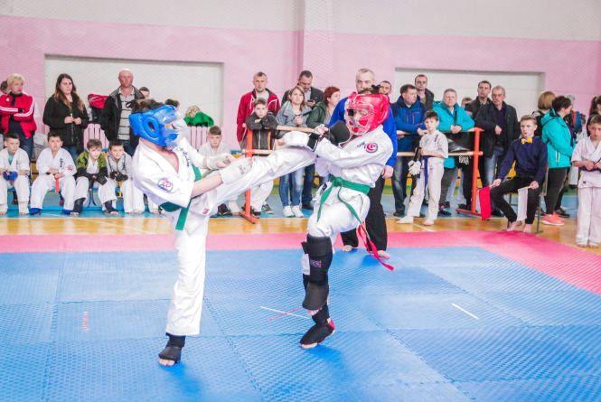 Вінницькі каратисти виграли відкритий чемпіонат області, випередивши киян