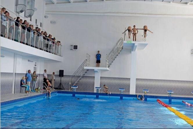 У Жмеринці відкрили сучасний басейн, де займатимуться й спортсмени з обмеженими фізичними можливостями