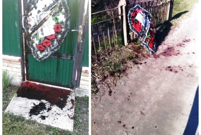Поминальні вінки з фотографією «жертви» над калюжею крові. Хто і кому погрожує в такий спосіб?