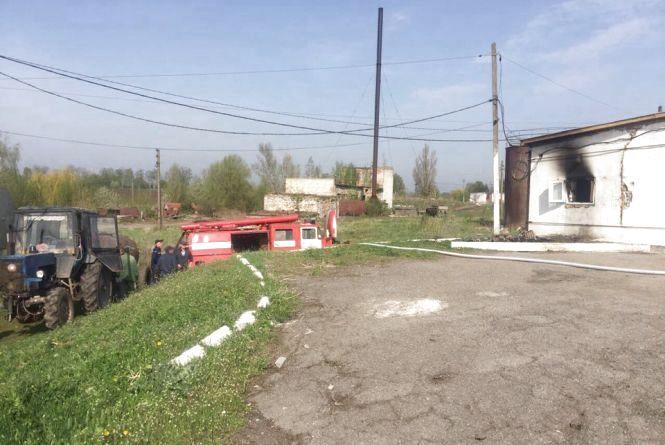 Пожежа на птахофабриці: на Пасху дві пожежні машини гасили курники