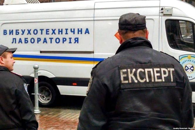 """У Вінниці шукають """"мінера"""", який заклав """"бомбу"""" в ресторані. Евакуювали 30 людей"""