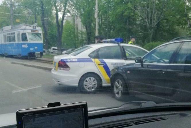 На Хмельницькому шосе сталася ДТП із поліцейським авто