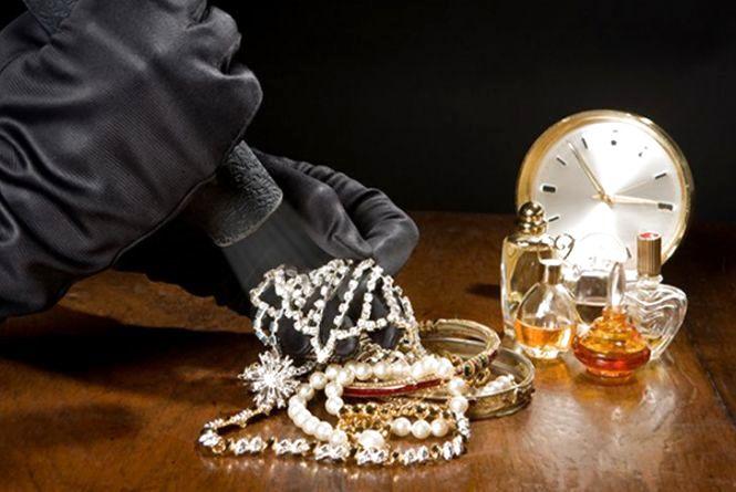 «Невдала» крадіжка: кримінальне тріо підібрали ключі та залізли у хату