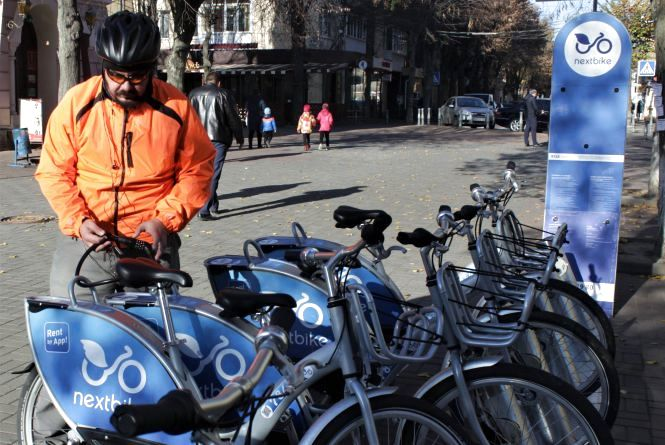 Чоловіку, який допоміг розшукати викрадений Nextbike подарували річний абонемент