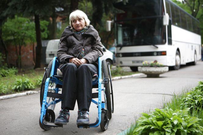 «Я вже не виношу цей пекельний біль»: жінка, яка через хворобу не може заснути