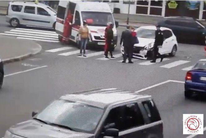 На Арабея водій «Пежо» не пропустив «Тойоту»: викликали швидку. Відео за вихідні