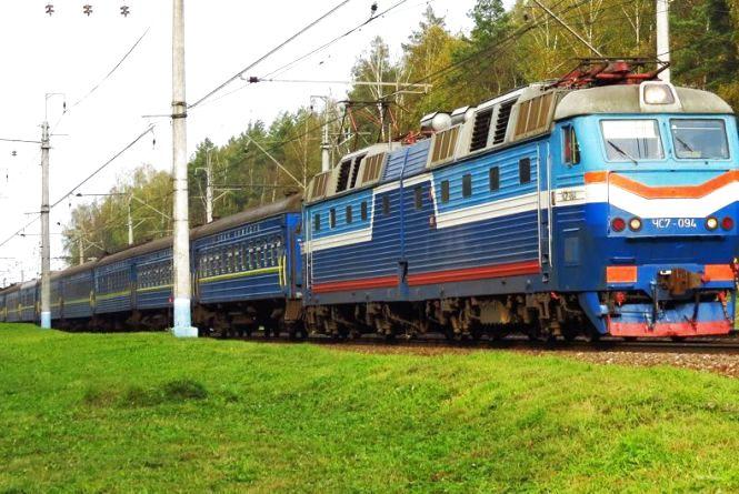 Вінничанка не доїхала до Львова: відкрила в тамбурі двері та стрибнула з поїзда