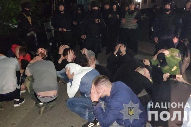 Рейдерське захоплення заводу у Вінниці: поліція затримала 54 тітушки