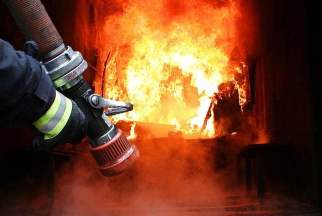 Біля Вінниці горів підвал. На виклик приїхали четверо пожежників