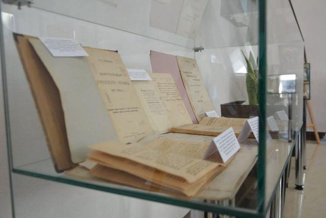 Вінничан запрошують на виставку старовинних книг, які раніше не були доступні