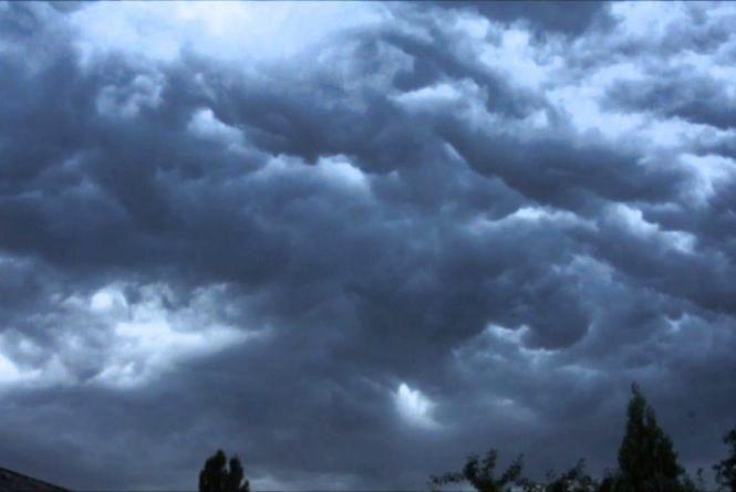 Дощі не збираються відступати: синоптики розповіли про погоду до кінця тижня
