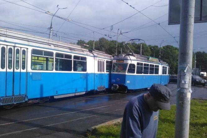 ДТП біля ринку «Урожай»: на перехресті не розминулися трамваї №1 та №3
