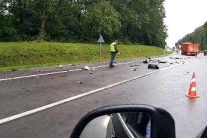 ДТП біля Немирова: вантажівка врізалась у «ВАЗ». Загинув 19-річний хлопець