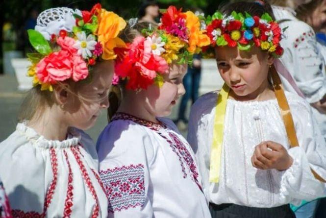 День вишиванки на Вінниччині: барвисті фото заполонили соцмережі