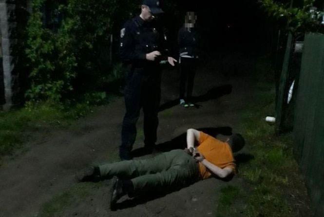 Постріли на Бучми: дебошир налякав жінку та нацькував на копів собаку