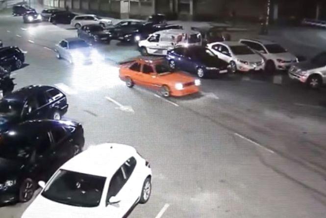 На водія  помаранчевого BMW, який дрифтував на Пирогова, винесли постанову