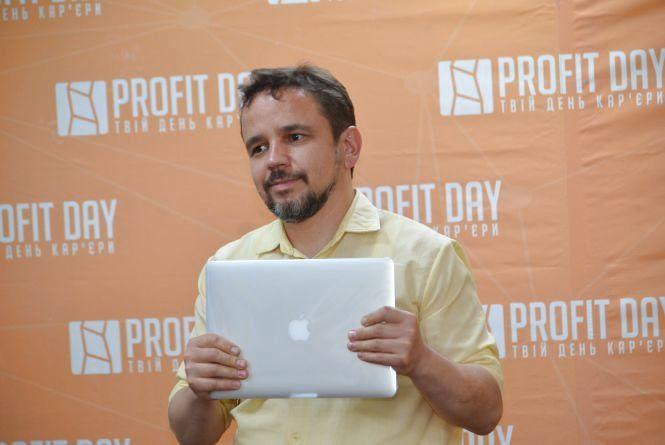 Обрав кар'єру в ІТ - виграв MacBook від AUTO.RIA! (Новини компаній)