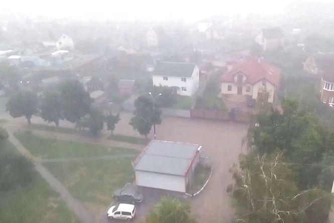 Дощі не відступають. На середу прогнозують грози та град