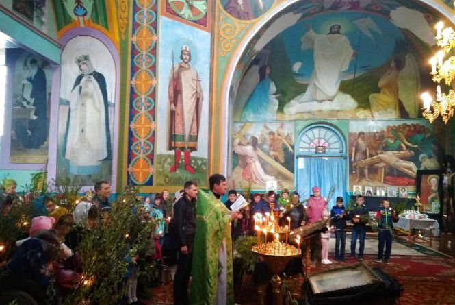 У храмі впала стеля. Чому у Степанівці не скинуться на ремонт купола?