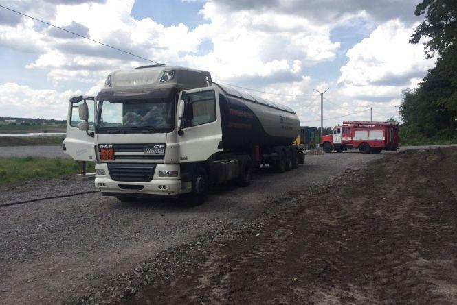 У Вінницькому районі на ходу з автоцистерни почав витікати пропан