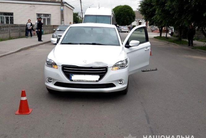 ДТП у Хмільнику: жінка на білому «Пежо» збила дівчинку. Мала в реанімації