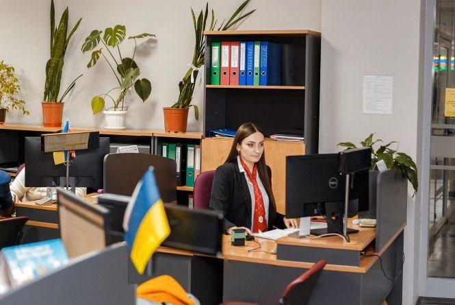 У «Прозорих офісах» стали приймати працівники «Енери» та обленерго