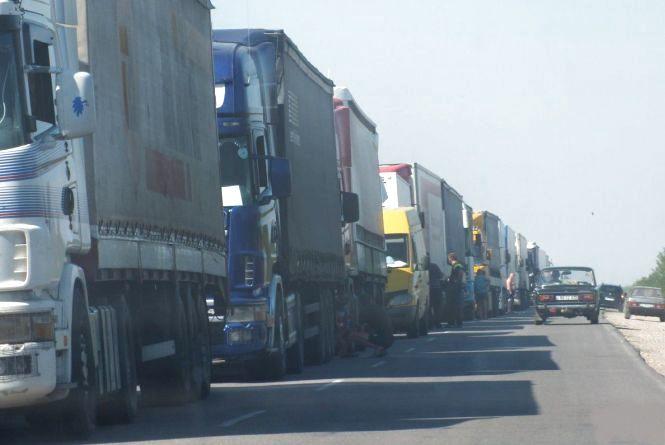 З 1 червня в Україні обмежили рух вантажівок. Чому та як їздити?