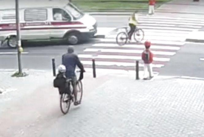 З'явилося відео ДТП, де «швидка» збила 14-річну велосипедистку