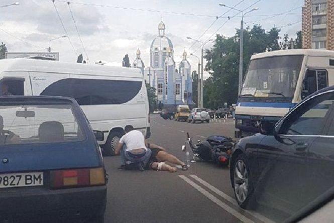 На Київській маршрутка збила мотоцикліста (ОНОВЛЕНО)