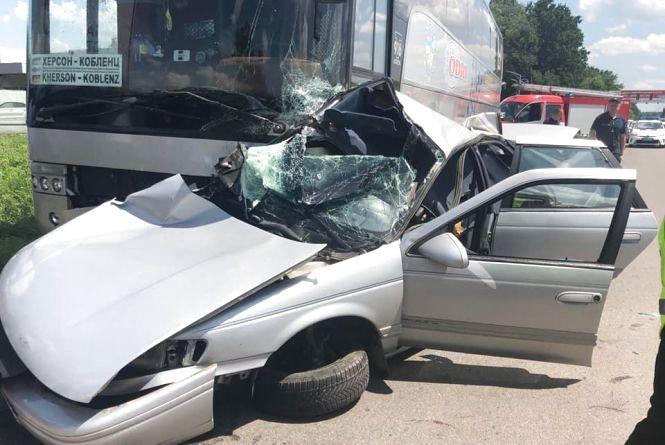 На Немирівському шосе зіткнувся легковик та автобус з 11 пасажирами