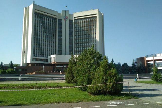 Фото дня: Вакарчук «заборонив» вінничанам ходити по газонам та клумбам