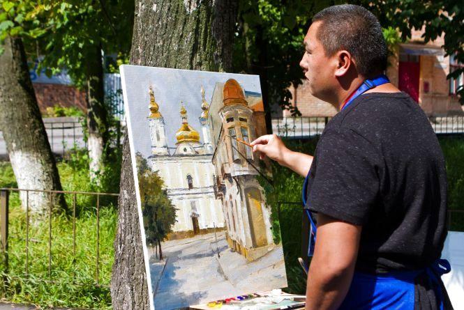 Жанибек Суйунбеков рік збирав кошти, щоб знову намалювати Вінницю (Новини компаній)