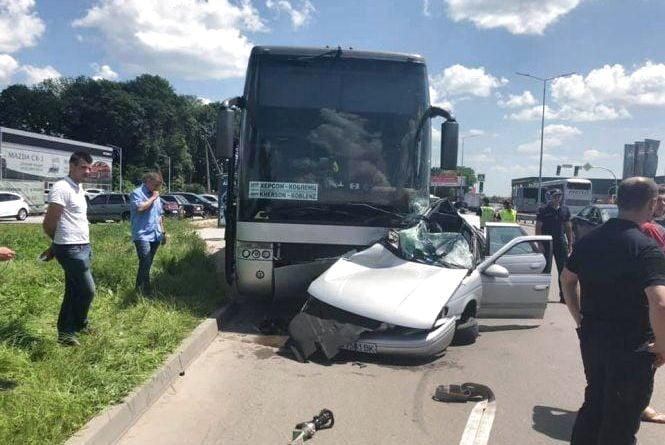 ДТП на Немирівському шосе: оприлюднили відео зіткнення автобуса та легковика