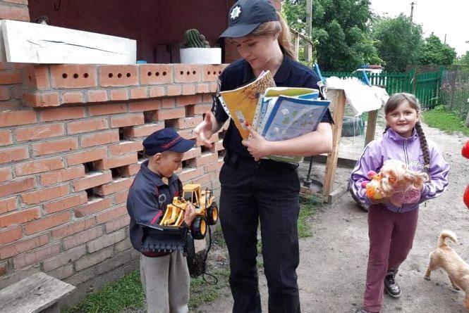Чому вінницькі поліцейські і волонтери об'єдналися заради дітей. Та до чого тут ми