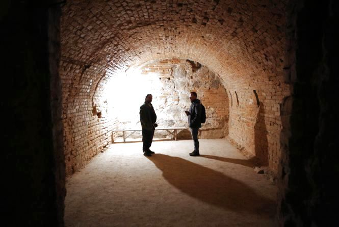Знахідка в катакомбах. Під Соборною знайшли піч, яка гріла стіни костелу