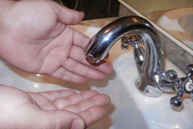 6 мікрорайонів та 4 села: вінничан попереджують про відключення води