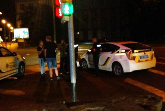 Без бампера: розповіли подробиці ДТП біля «Південного Бугу» з поліцейським Пріусом