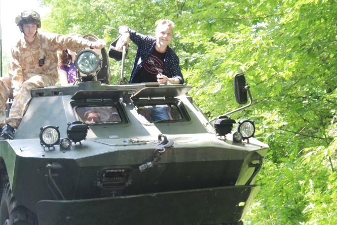 «А тепер керуйте, офіцери!» Військові зібрали дітей у… безлюдному селі