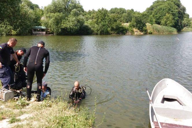 Жмеринські водолази дістали тіло чоловіка, який втопився у ставку
