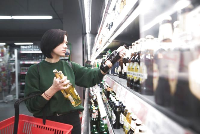 Тверезі ночі чи «ріки» самогону? Які наслідки від заборони торгівлі алкоголем