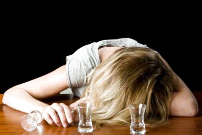 Сімейні розбірки на Вишеньці: п'яна дружина ледь не зарізала чоловіка