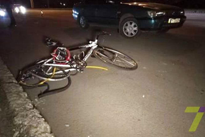 У Ладижині 9-річний хлопчик виїхав на дорогу на велосипеді та потрапив під автівку