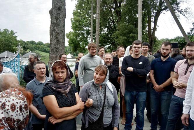 Конфлікт у селі Лука-Мелешківська: віряни побилися за храм